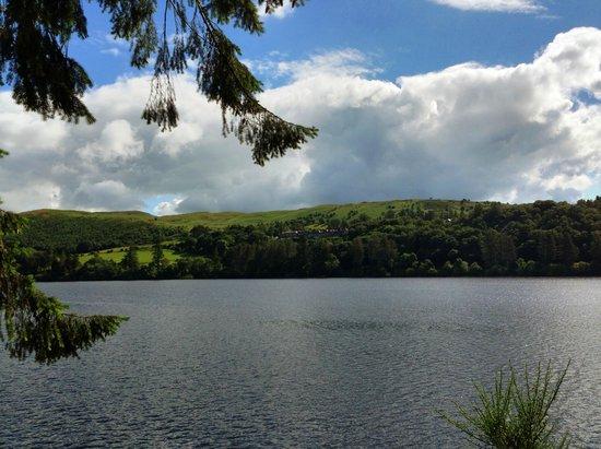 Lake Vyrnwy Hotel & Spa : Lake view of hotel