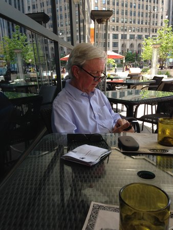 Wyndham Grand Chicago Riverfront : Enjoying the terrace with drinks