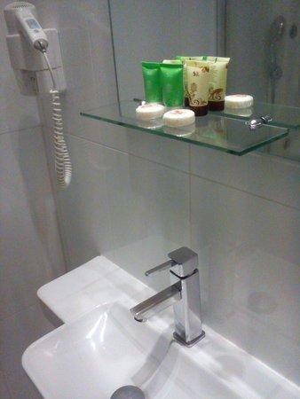 Acropolis Ami Boutique Hotel: my bathroom