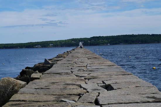 Rockland Breakwater Light: The 7/8 mile walk to the lighthouse