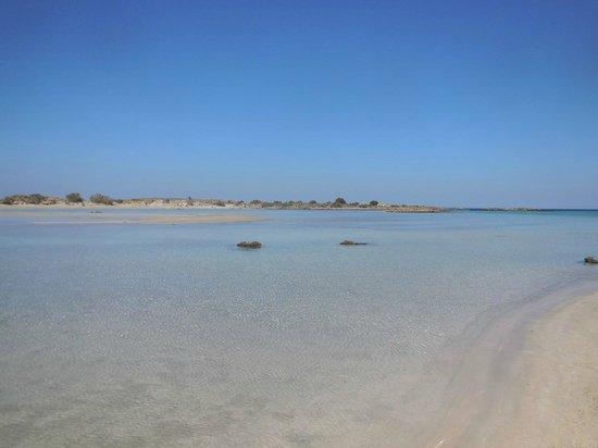 Elafonisi Resort by Kalomirakis Family: Vista sull'istmo tra la spiaggia e l'isola