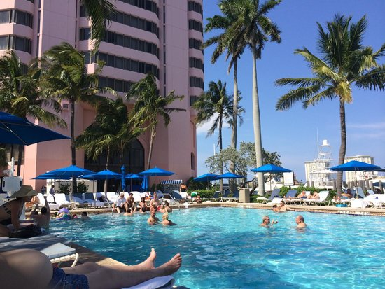 Boca Raton Resort, A Waldorf Astoria Resort: poolside on the main property