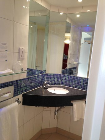 Holiday Inn Express Southampton M27 Jct 7: Bathroom 156