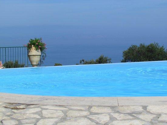 Caesar Augustus Hotel: Infinity Pool
