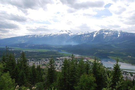 Mount Revelstoke National Park: View from Revelstoke Mountain into Revelstoke