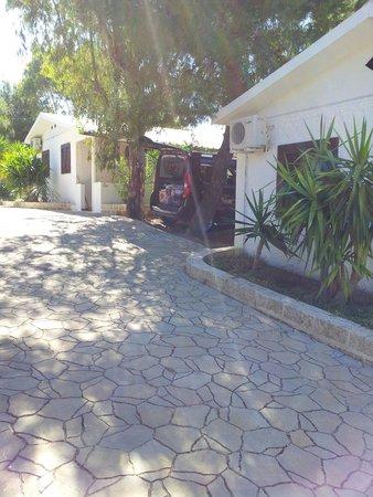 Malia Village: Posteggio auto.