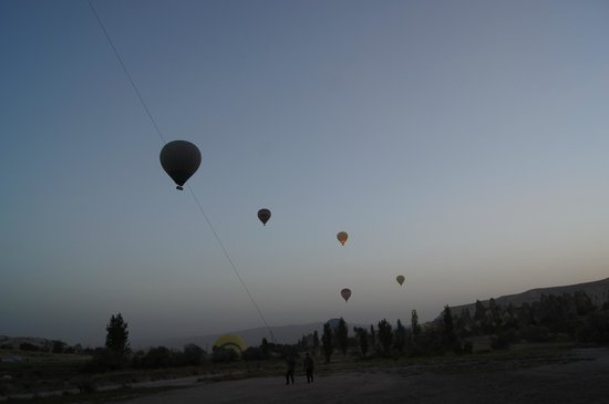 Fresco Cave Suites & Mansions: Hot air ballooning in Cappadocia! Recommend!!