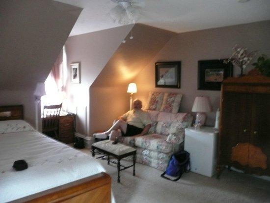 Keystone Inn Bed and Breakfast : General Reynolds suite sitting area