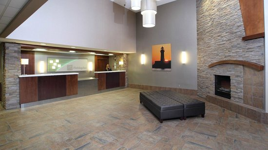 Holiday Inn & Suites Duluth Downtown: Our lobby is staffed 24-hours a day!
