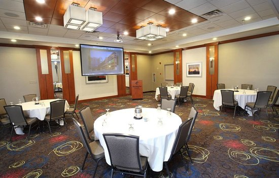 Holiday Inn & Suites Duluth Downtown : Perfectly equipped for both small and large meetings.