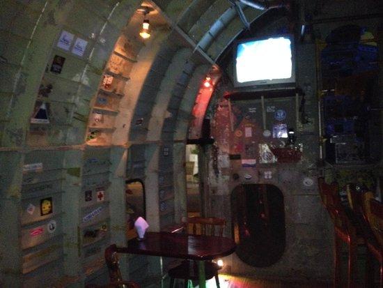 El Avion: Bar