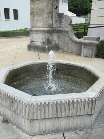 Bathhouse Row: Hot spring