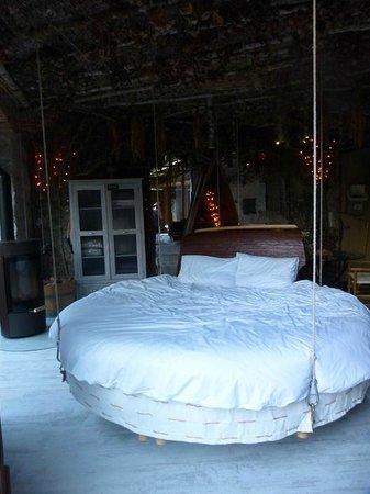 lit suspendu photo de chambres d 39 h te atypiques cabrerets tripadvisor. Black Bedroom Furniture Sets. Home Design Ideas