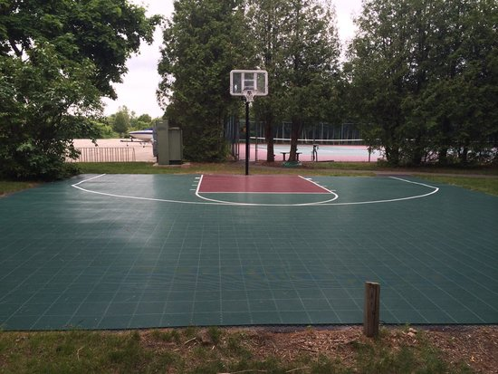Landmark Resort: Basketball court