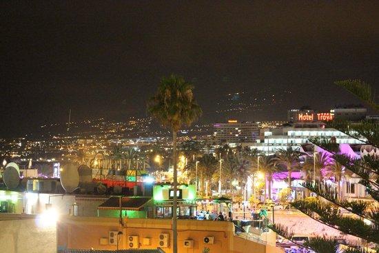Sol Tenerife: Вид на шумную улицу Вероника