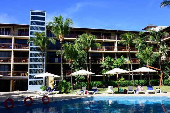 Coral Strand Smart Choice Hotel Seychelles : Бассейн и внутренний двор
