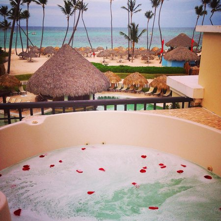 Spice restaurant picture of now larimar punta cana for Balcony hot tub