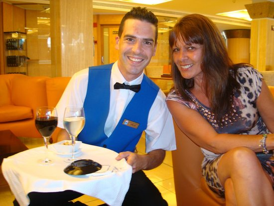 Invisa Hotel La Cala: service from lovely bar staff