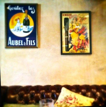 Cafe de Paris: Inside the cafe