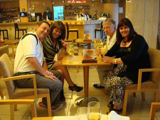 Invisa Hotel La Cala: enjoying a drink after meal