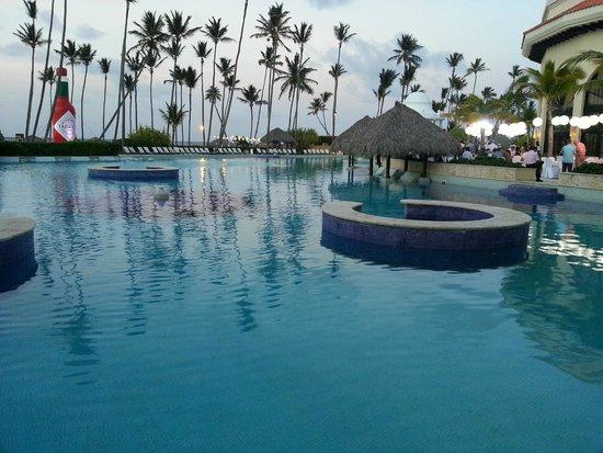 Paradisus Palma Real Golf & Spa Resort: Half of the pool...