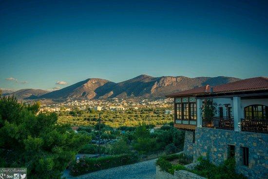 Creta Maris Beach Resort: Pithos Restaurant and the views