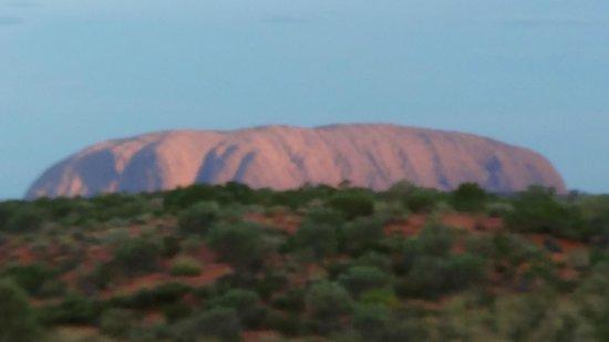 Desert Awakenings Tour: Uluru at sunrise