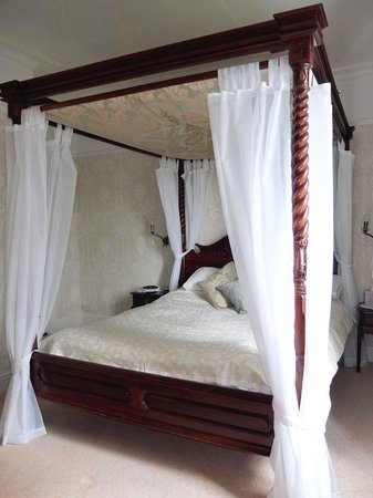 Ferndale Lodge: Room with four poster bed.