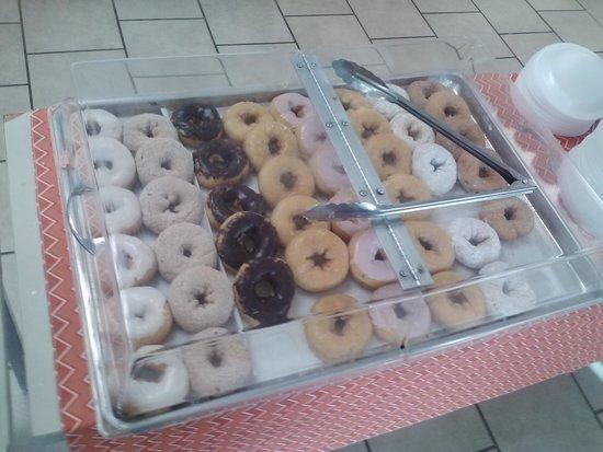 Liberty Lodge: breakfast donuts