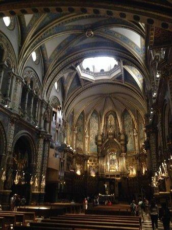 Montserrat Monastery : inside the Monstserrat cathedral