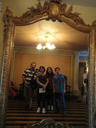 Teatro Amazonas Museum : O unico espelho de cristal que sobrou da época