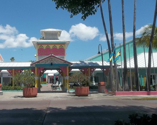 Port Lucaya Marketplace: Love this entrance!