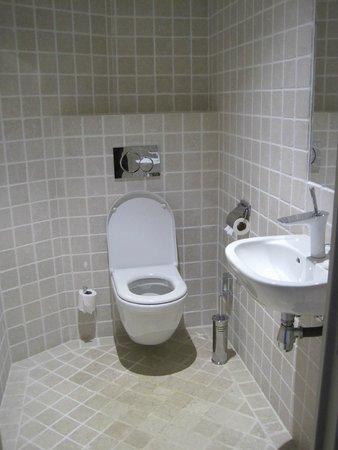 Hotel La Perouse: Bathroom