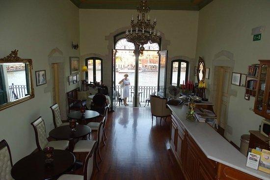 Casa Leone Boutique Hotel: La hall con il balconcino veneziano