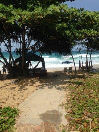 Movenpick Resort & Spa Karon Beach Phuket: Beach