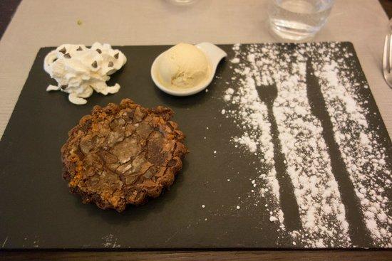Le Petit Zinc: Chocolate cake with speculatius, sooo yummy.