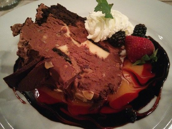 Cabernet Grill Texas Wine Country Restaurant: Triple chocolate mousse cake