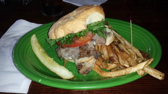 Howard's Pub: Covered and Smothered burger!