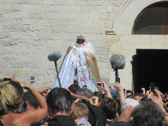 Église des Saintes-Maries : Ste. Sara, in effigy, emerges to parade down to the sea where she waited for the Maries.