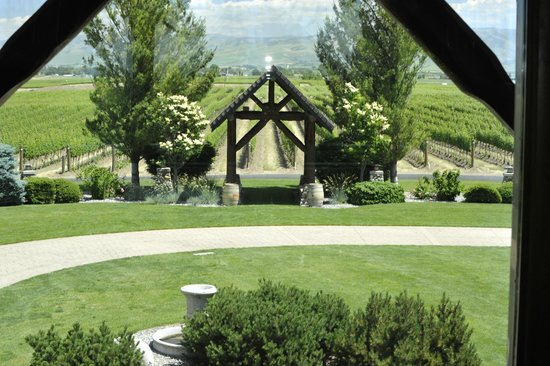 Basel Cellars Estate Winery: Wedding venue arbor