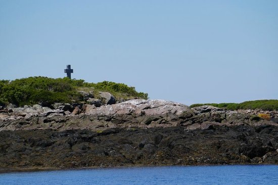 Monhegan Boat Line: The cross commemorating the first Anglican church service in 1608