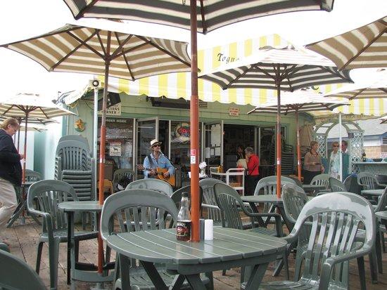 Tognazzini's Dockside Restaurant: Enjoy the Music