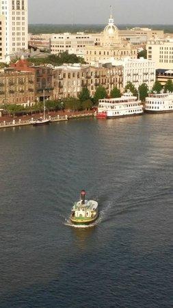 Westin Savannah Harbor Golf Resort & Spa: View from my room of the river and Savannah river walk