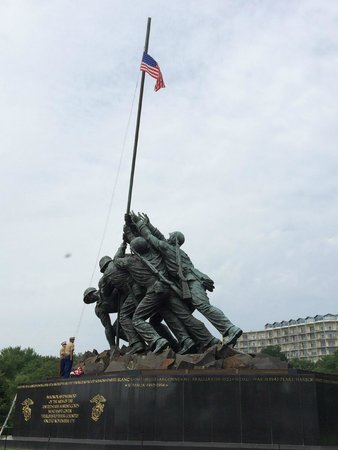 U.S. Marine Corps War Memorial: Raising the Colors