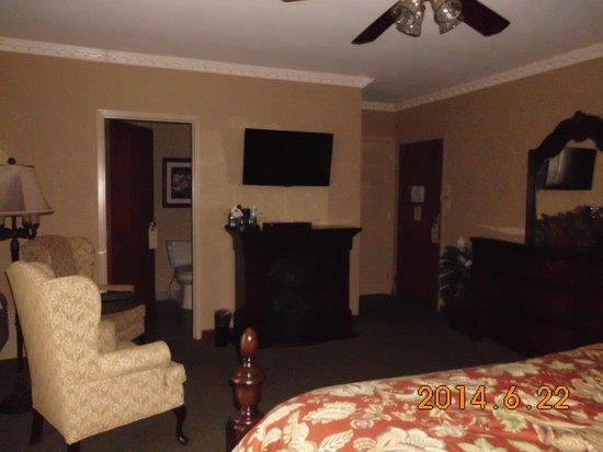 Fulton Steamboat Inn : Third floor king