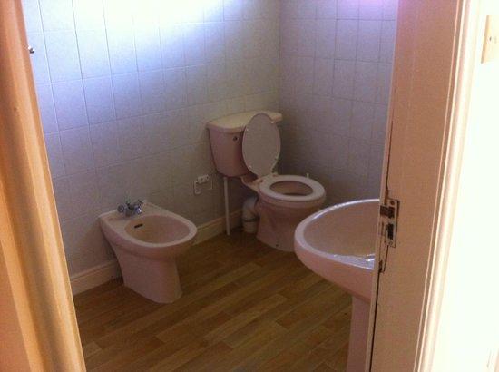 Solway Holiday Village: bathroom