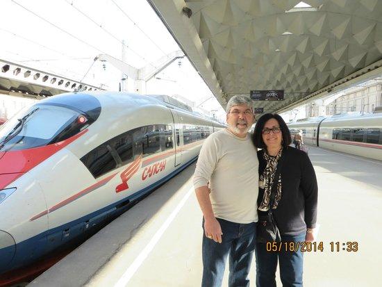 Sapsan Bullet Train: Platform in St. Peterbsurg