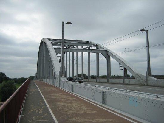 Arnhem War Museum: John Frost Bridge