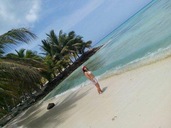 Si vas a republica tienes que visitar isla saona ;)