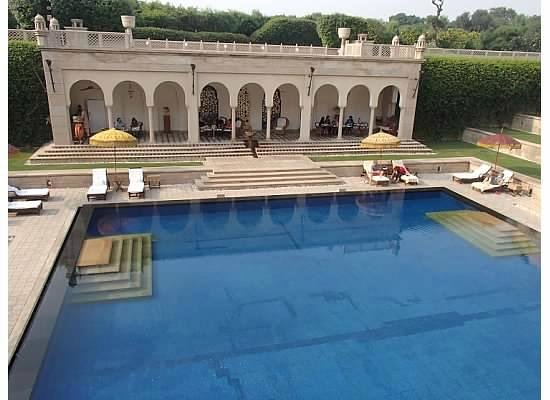 The Oberoi Amarvilas: The beautiful swimming pool